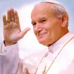 Multidão se reúne no Vaticano para lembrar João Paulo II