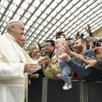 Quarta-feira, 7 de março: Papa com os fiéis na Sala Paulo VI  (Vatican Media)