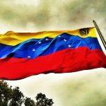 Bandera_de_Venezuela_en_el_Waraira_Repano-740x493